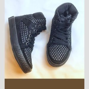 AMIANA BLACK AND WHITE HIGH TOP SNEAKERS